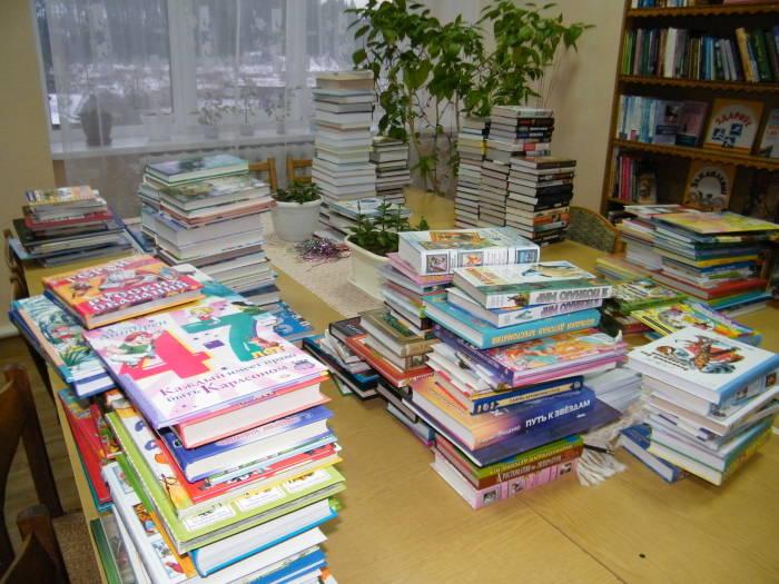 Библиотека агрогородка Коханово пополнилась новыми экземплярами. Фото Николая Петрушенко