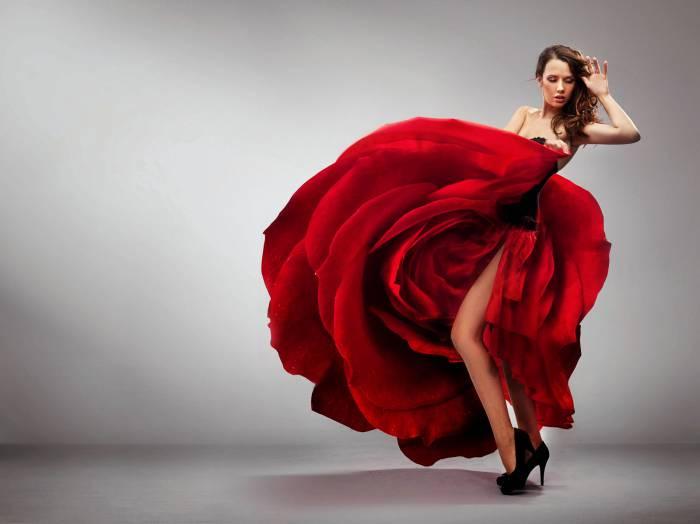 красное-платье-в-форме-цветка