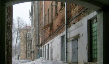Во дворе на углу Ленина и Советской в марте 2011