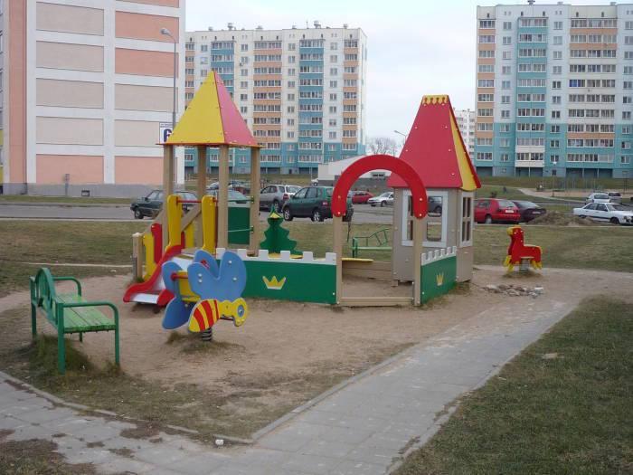В такую пору года детские площадки непопулярны.