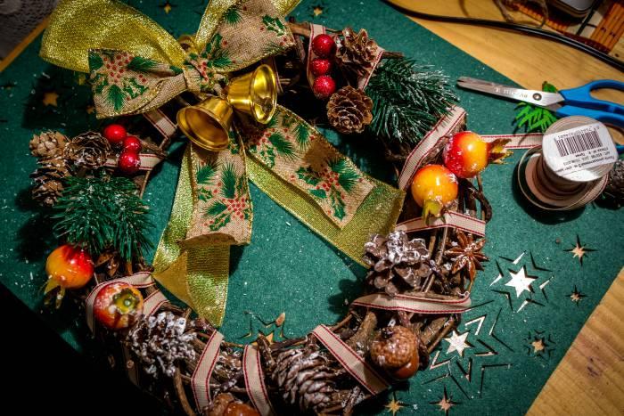 Делаем рождественский веночек своими руками! (фотоинструкция)