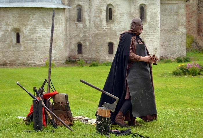 Палач на работе. Историческая реконструкция. Источник: muz4in.net