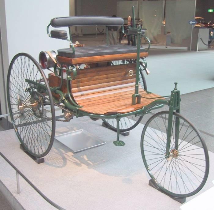 Именно таким был один из первых автомобилей Карла Бенца «Motorwagen»