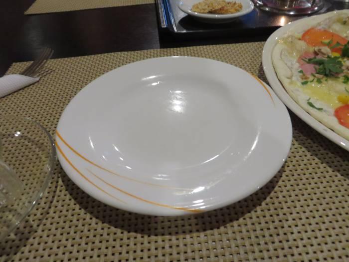 Видавшая виды тарелка