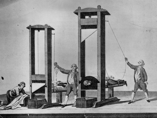 Гильотина во Франции была самым популярным орудием смерти. Источник: blog.rgub.ru