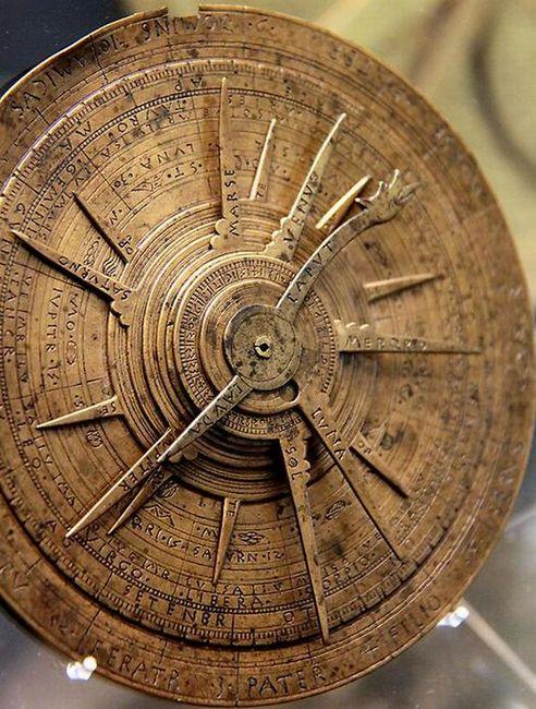 Астролябия. Источник: peacefulresurrection.tumblr.com