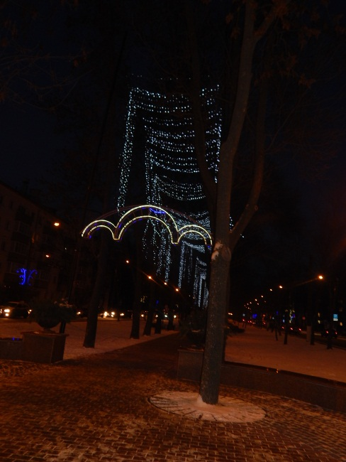 Сквер по улице Хмельницкого в вечернее время