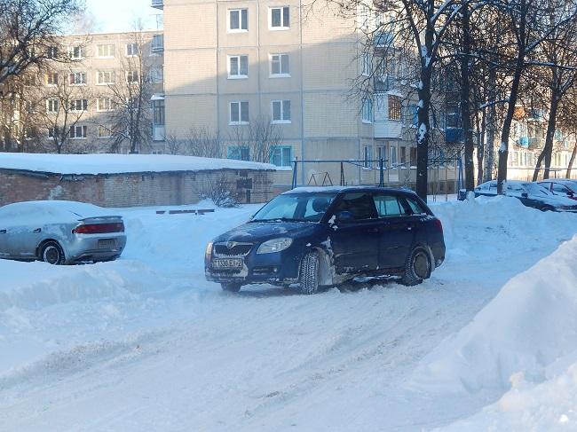 Застряли в снежной каше на улице 39-й Армии