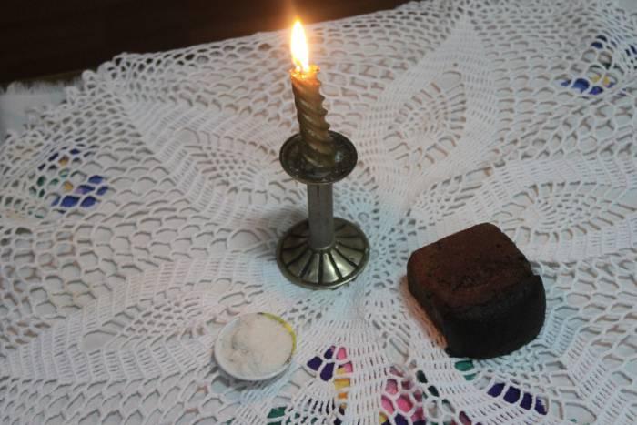 хлеб и свеча