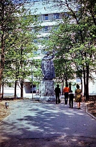 Памятник гетману в конце улицы. Источник: evitebsk.com
