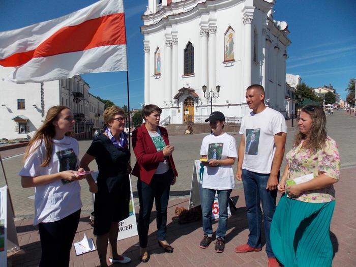 Посещение Витебска Татьяной Короткевич во время кампании по сбору подписей