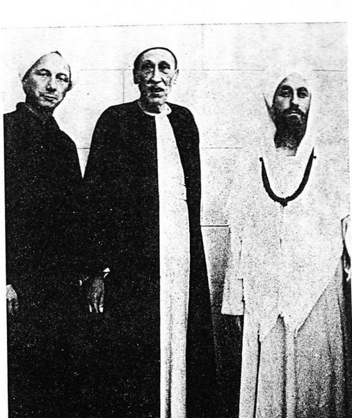 Рене Генон (в центре). Источник: соцсети