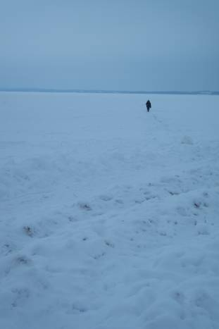 Рыбака на Лукомльском озере можно встретить в любую пору года