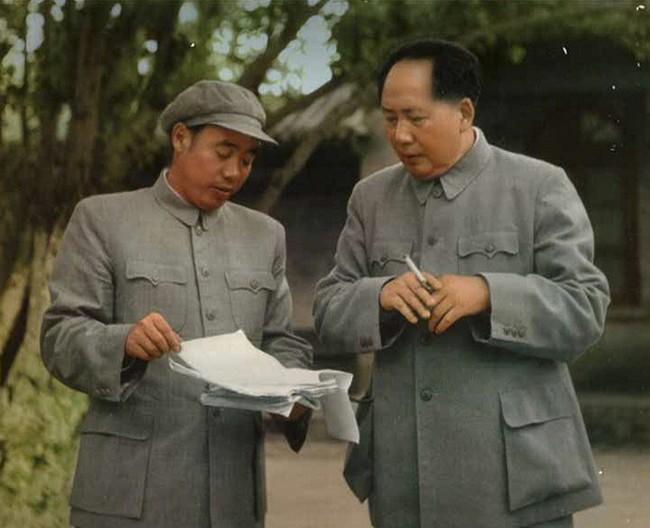 Ван Дунсин и Мао Цзедун. Источник: nanzao.com