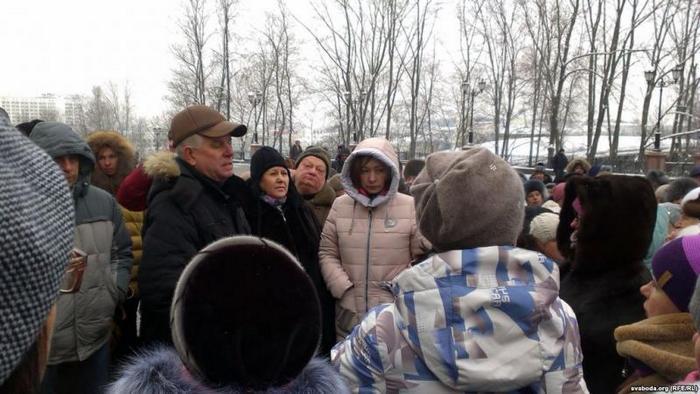Анатолий Шаповалов с предпринимателями. Фото: svaboda.org