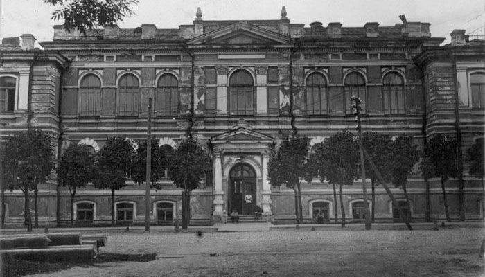 здание БГУ в 1921 году