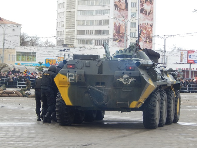 омон на площади Победы