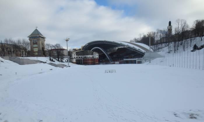 Припорошенный снегом каток. Фото: Аля Покровская