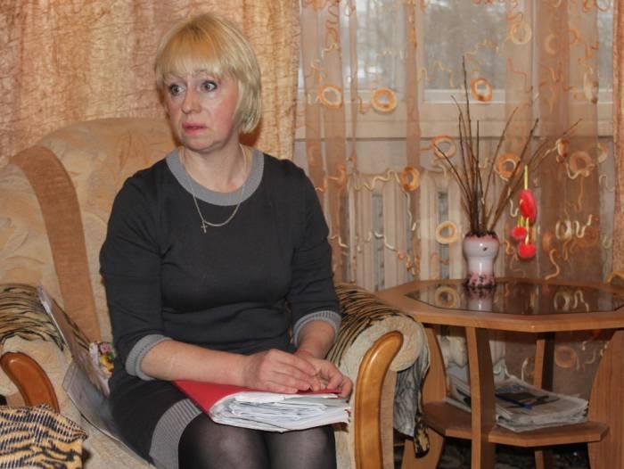 Наталья собрала уже целую папку документов. Фото Саши Май