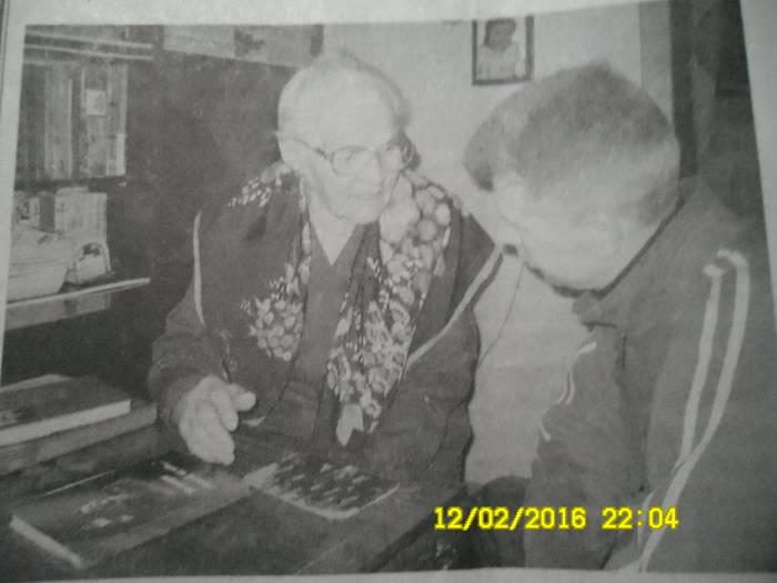 Андрей Серебряков беседует с Верой Воротынской. Фото 2010 года