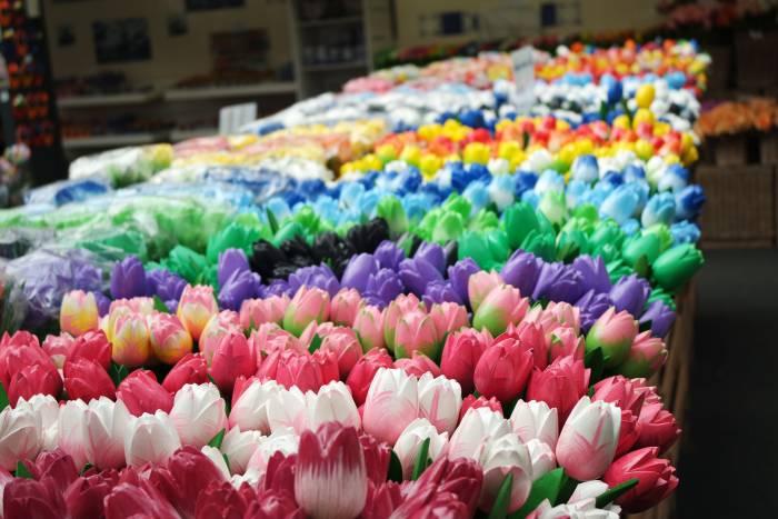 Тюльпаны на рынке цветов в Амстердаме