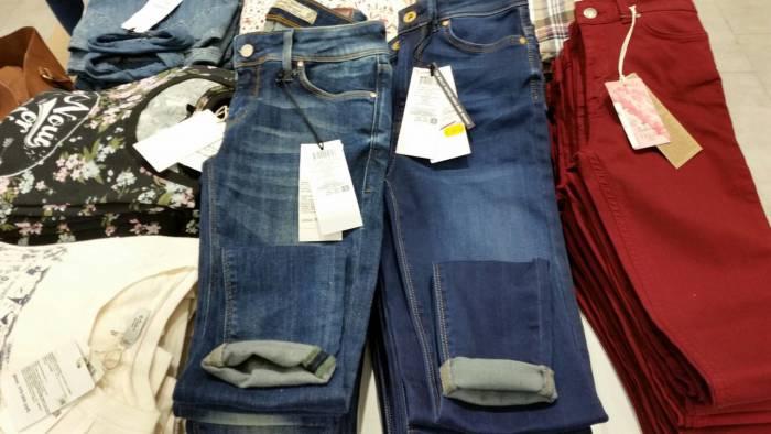 Взыскательные по цене джинсы от Colin's. Фото: Аля Покровская