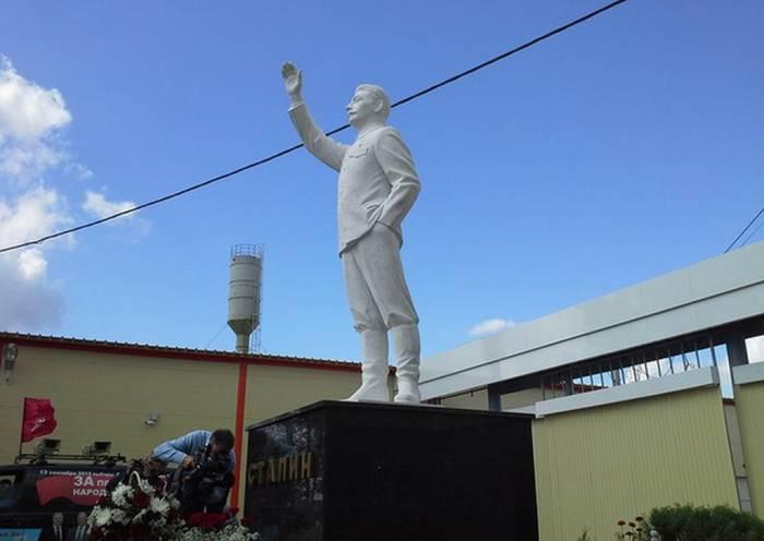 скульптура сталину