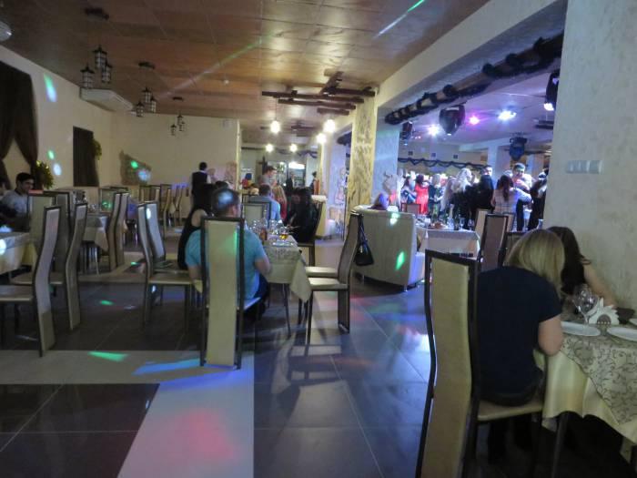 Многолюдные дискотеки пусть подождут до лучших времен. Фото: Аля Покровская