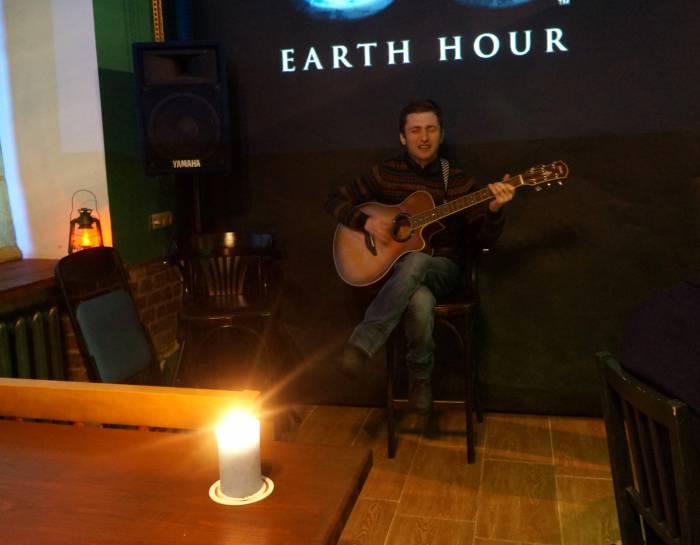 Музыканты поддержали международную экологическую акцию акустическим рок-концертом и байками из жизни музыкантов. Фото Алена Евдокимова