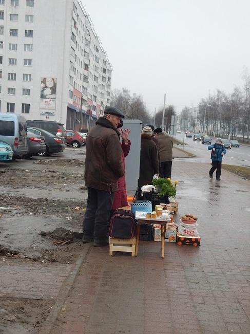 """9 марта у """"Евроопта"""" уже не было приезжих уличных торговцев. Фото Евгении Москвиной"""
