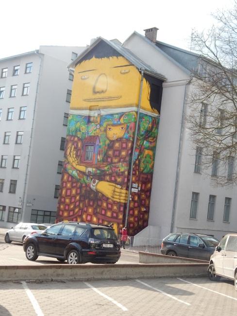 Минск, улица Энгельса, дома с граффити
