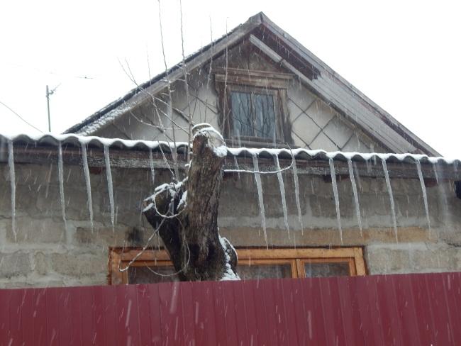 март, сосульки на крышах, витебск