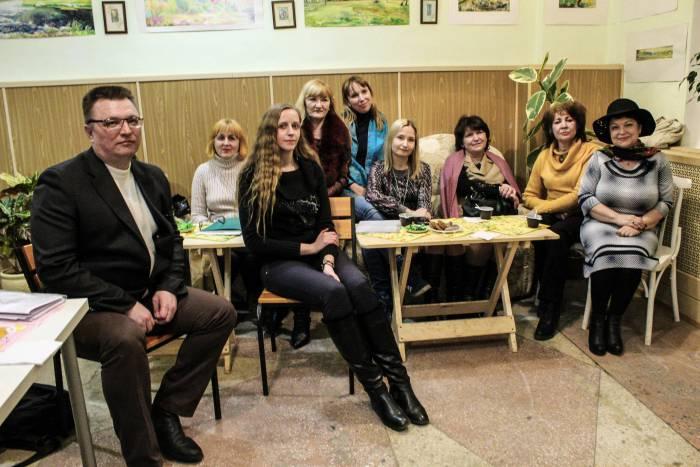 Открывала вечер поэзии Людмила Дунец, которая немного рассказала об истории Литкофейника