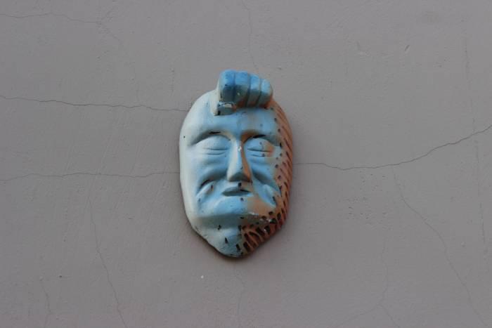 Типичный медальон с витебского дома. Фото Анастасии Вереск