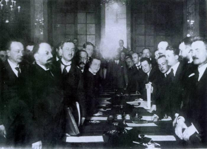 Подписание договора, 1921 год. Фото wikipedia.org