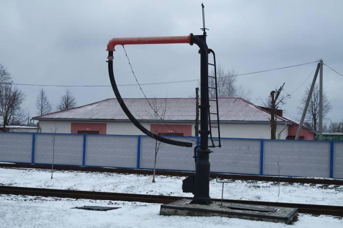 С помощью этого насоса ранее паровой котел паровоза наполняли водой. Фото Анастасии Вереск