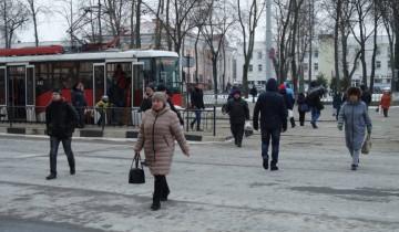 """""""Тотчас и подлетел этот трамвай, поворачивающий по новопроложенной линии с Ермолаевского на Бронную. Повернув и выйдя на прямую, он внезапно осветился изнутри электричеством, взвыл и наддал"""". Фото Анастасии Вереск"""