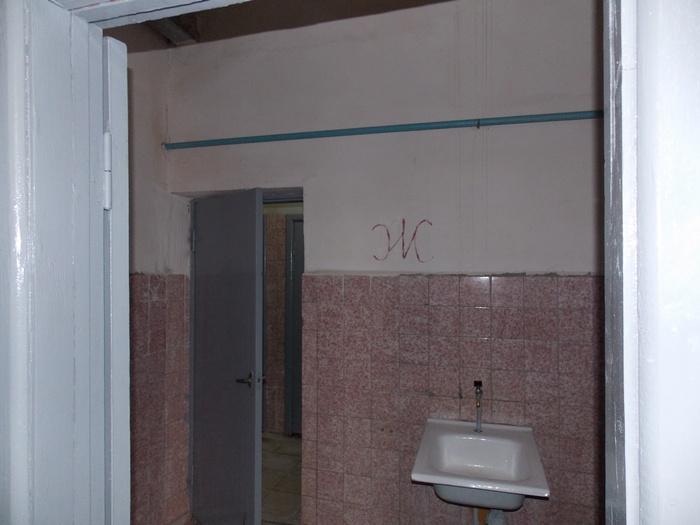 Туалет, безработица, висельница