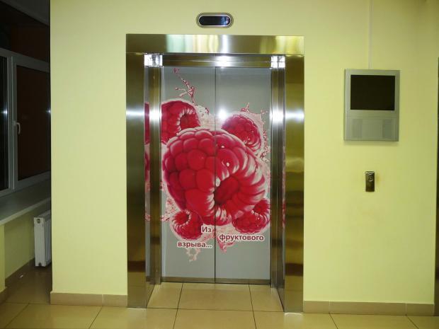 реклама в лифтах, наружная реклама, прикольная реклама в лифте