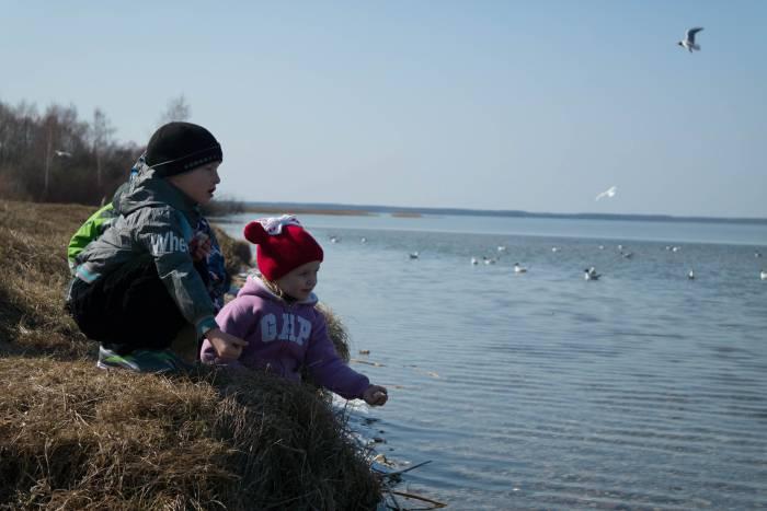 ... гулять вместе у озера. Фото Анастасии Вереск