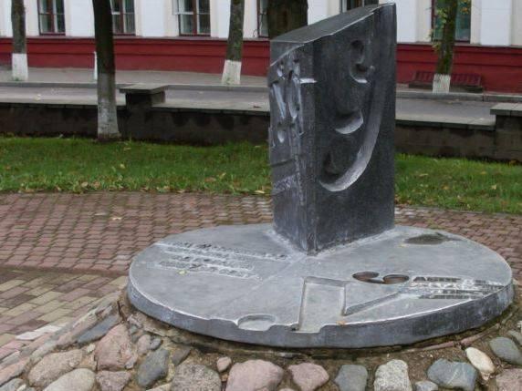 памятник букве Ў, Полоцк, памятники в Полоцке
