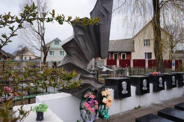 Экскурсия по кладбищу