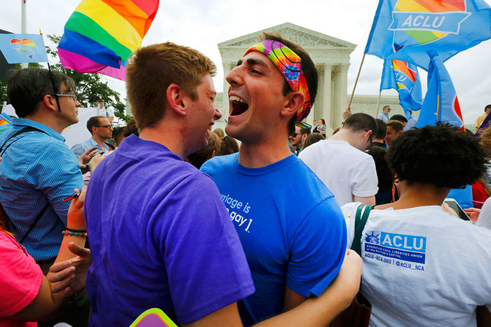 2015-06-26T143305Z_403402749_TB3EB6Q14EU59_RTRMADP_3_USA-COURT-GAYMARRIAGE-pic700-700x467-39062