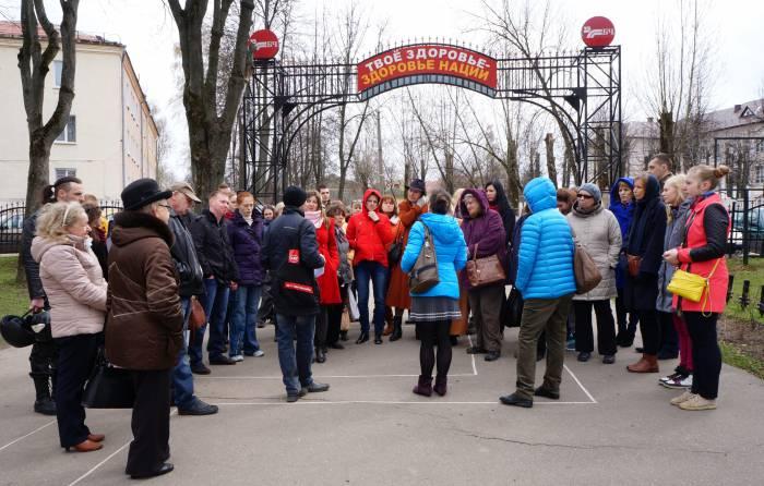 Люди все прибывают, экскурсия оказалась невероятно популярной. Фото Алена Евдокимова