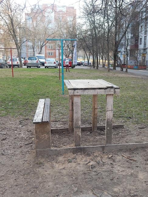 лавочка, скамейка, стол со скамейкой во дворе
