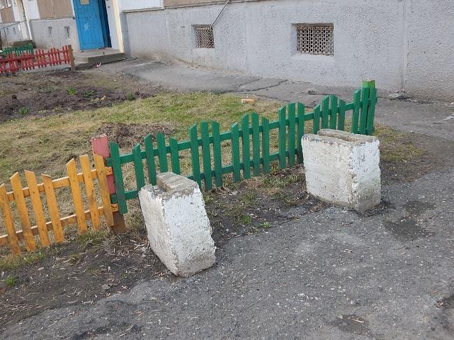 лавочки, Витебск, сломанные скамейки