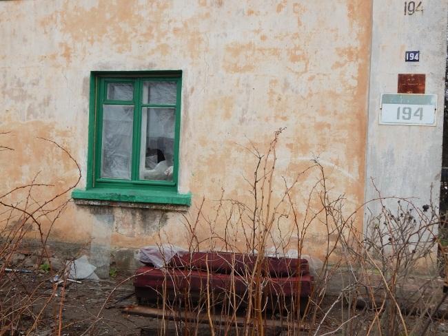 дом по улице гагарина, разбитое окно