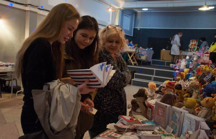 Креативные блокноты и открытки, как обычно, привлекают много внимания. Фото Анастасии Вереск