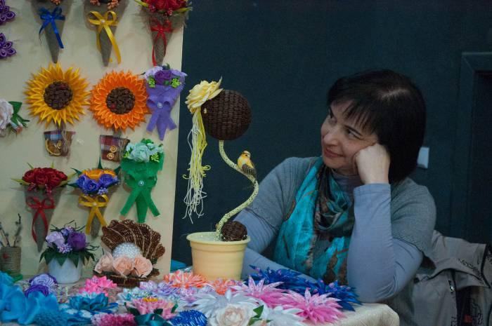 Ремесленник на витебской ярмарке изделий ручной работы. Фото Анастасии Вереск
