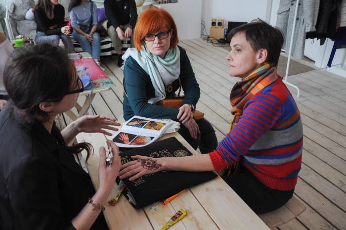 Мехенди - роспись по телу хной - популярная услуга в Витебске. Фото Анастасии Вереск